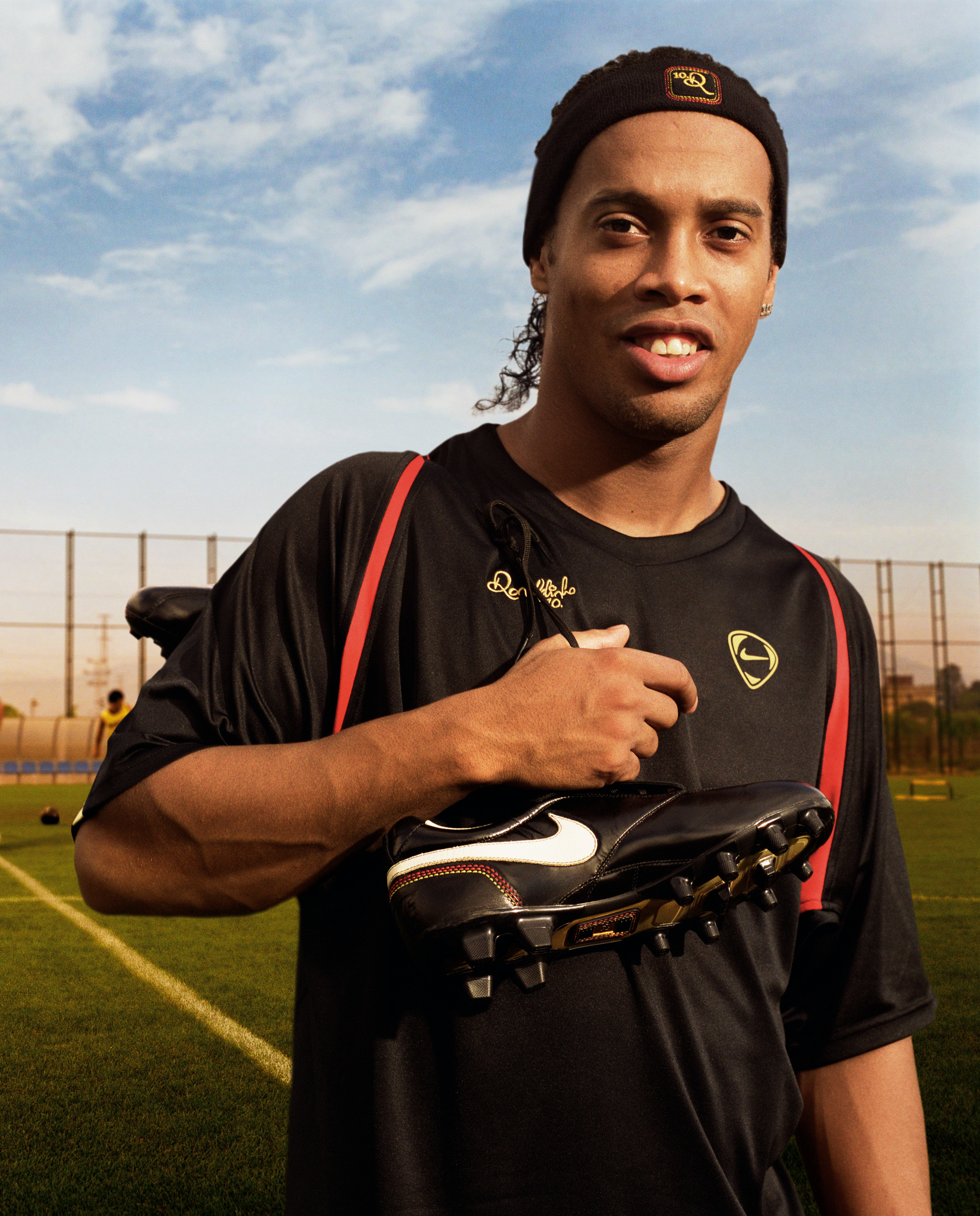 http://sandio.files.wordpress.com/2008/07/ronaldinho_20_10r_boot_011.jpg